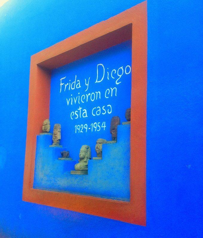 Fachada do Museu Frida Kahlo, na Cidade do México