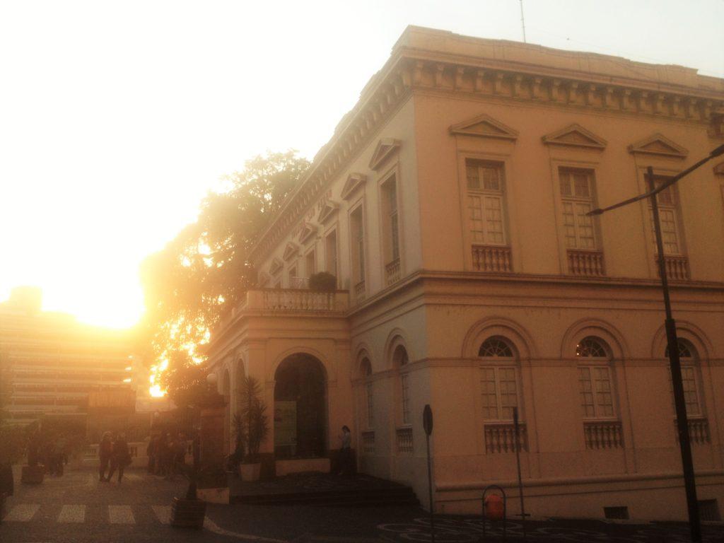 Vista da lateral do teatro + pôr-do-sol <3