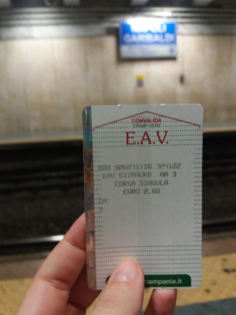 Bilhete de trem em Nápoles