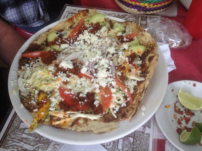 Tlayuda, comida típica de Oaxaca
