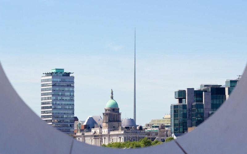 O que fazer em Dublin grátis - https://www.pexels.com/photo/city-dublin-houses-skyline-4467/