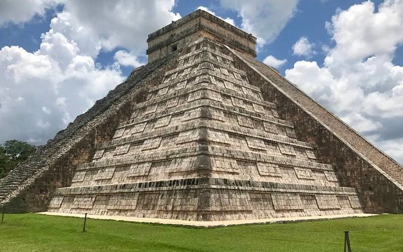 Pirâmide de Chichén Itzá em Yucatan, Mexico. Foto: Jimmy Baum disponível em https://unsplash.com/photos/NjdpeYDHNrQ