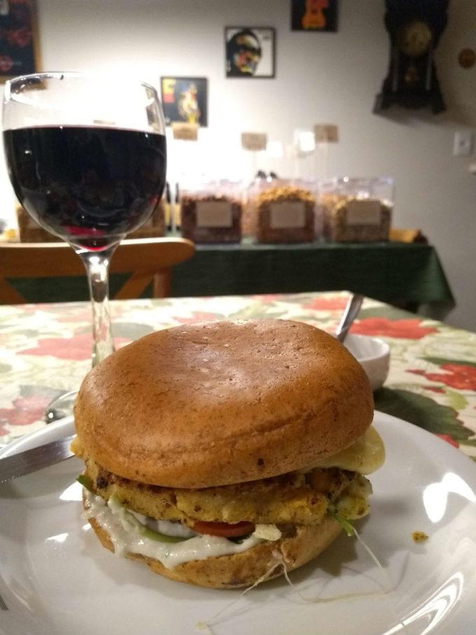 Restaurantes em São Francisco de Paula - RS: hambúrguer do Lírio Café