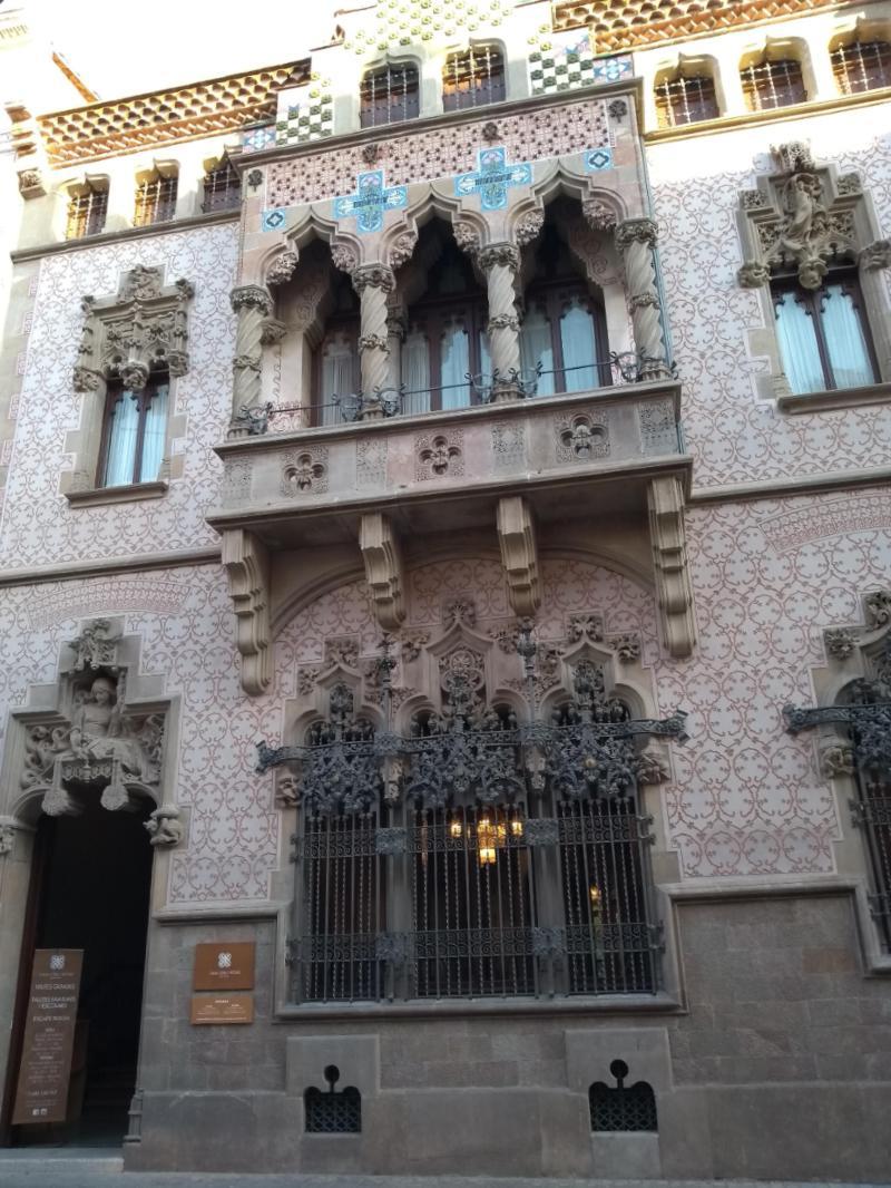 Fachada de uma da casa Coll i Regàs, em Mataró, na Espanha