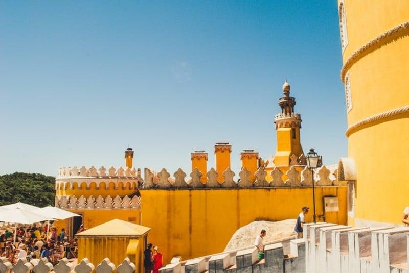 Bate e volta de Lisboa: vista do Palácio da Pena, em Sintra - Portugal
