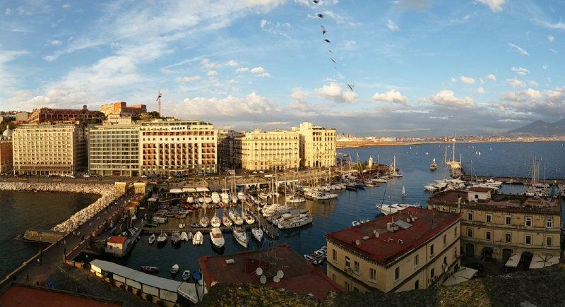 Roteiros Itália: Nápoles vista do alto