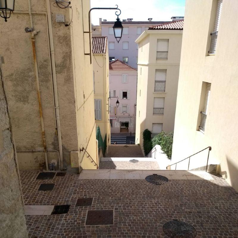 Escadarias do bairro Le Suquet, em Cannes