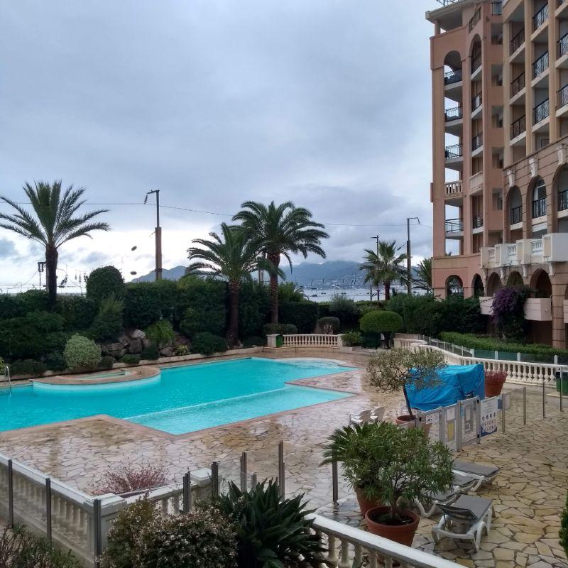 Vista da sacada do hotel em Cannes La Bocca